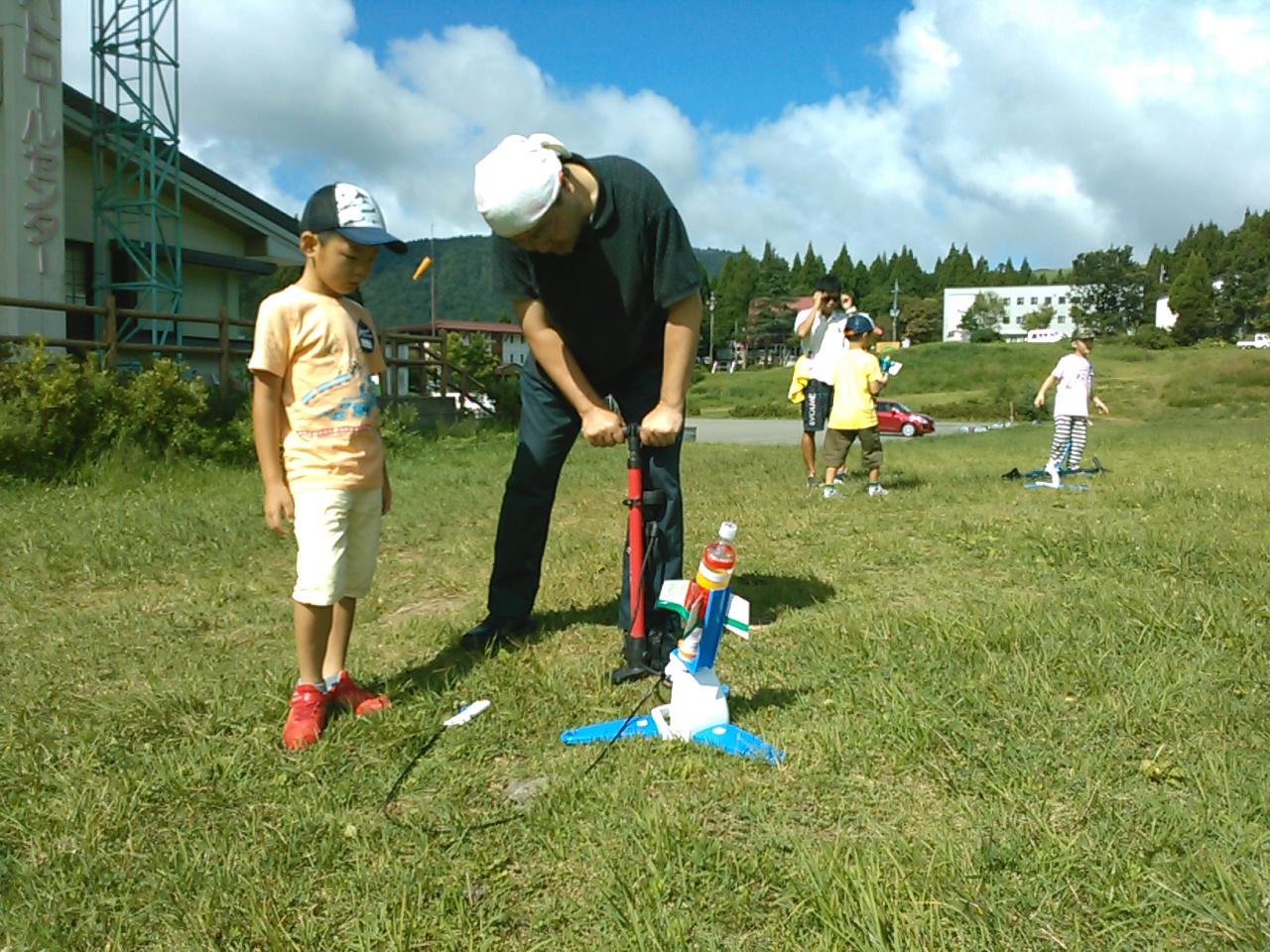 キャンプ二日目・ペットボトルロケット2