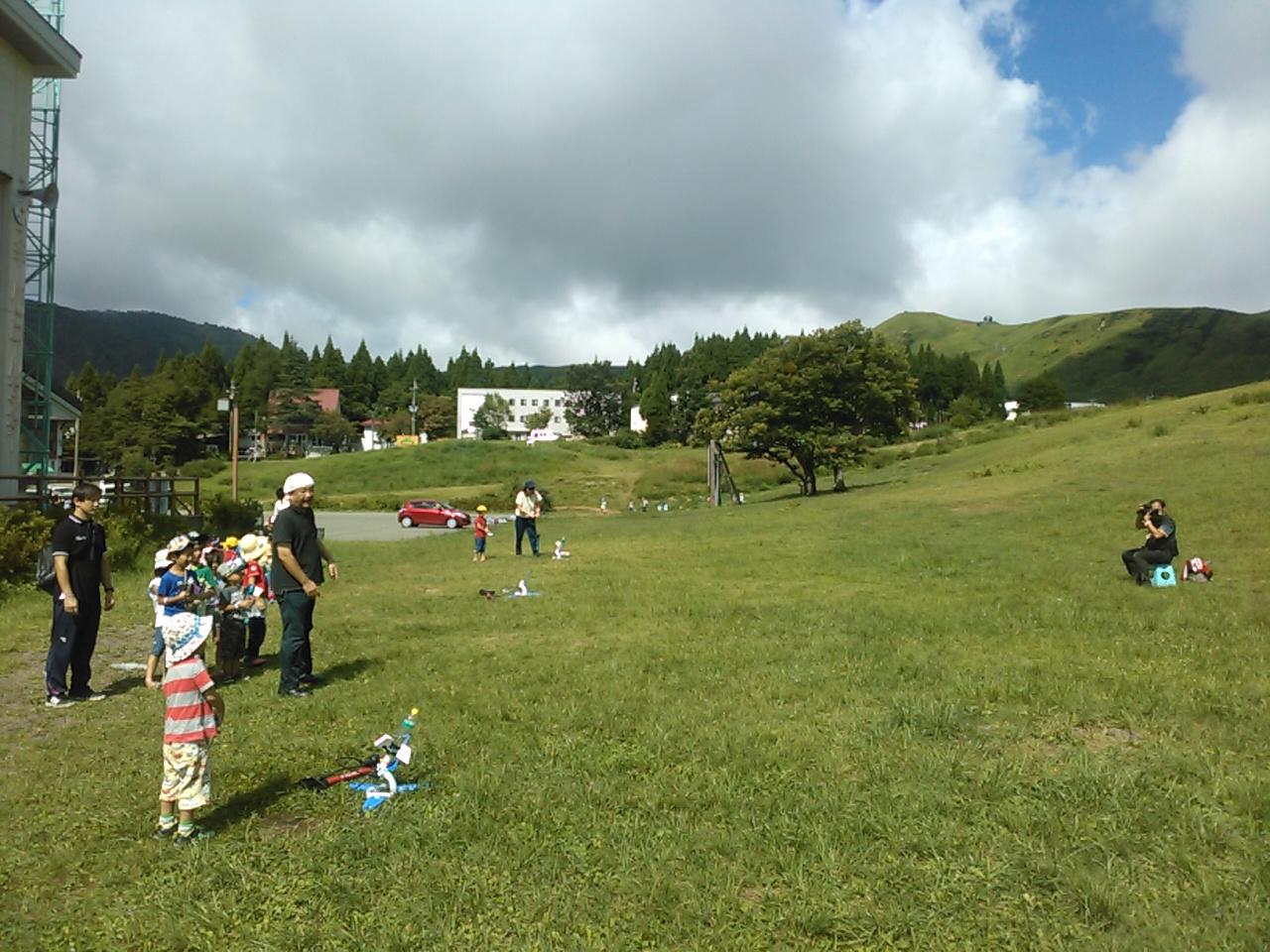 キャンプ二日目・ペットボトルロケット4