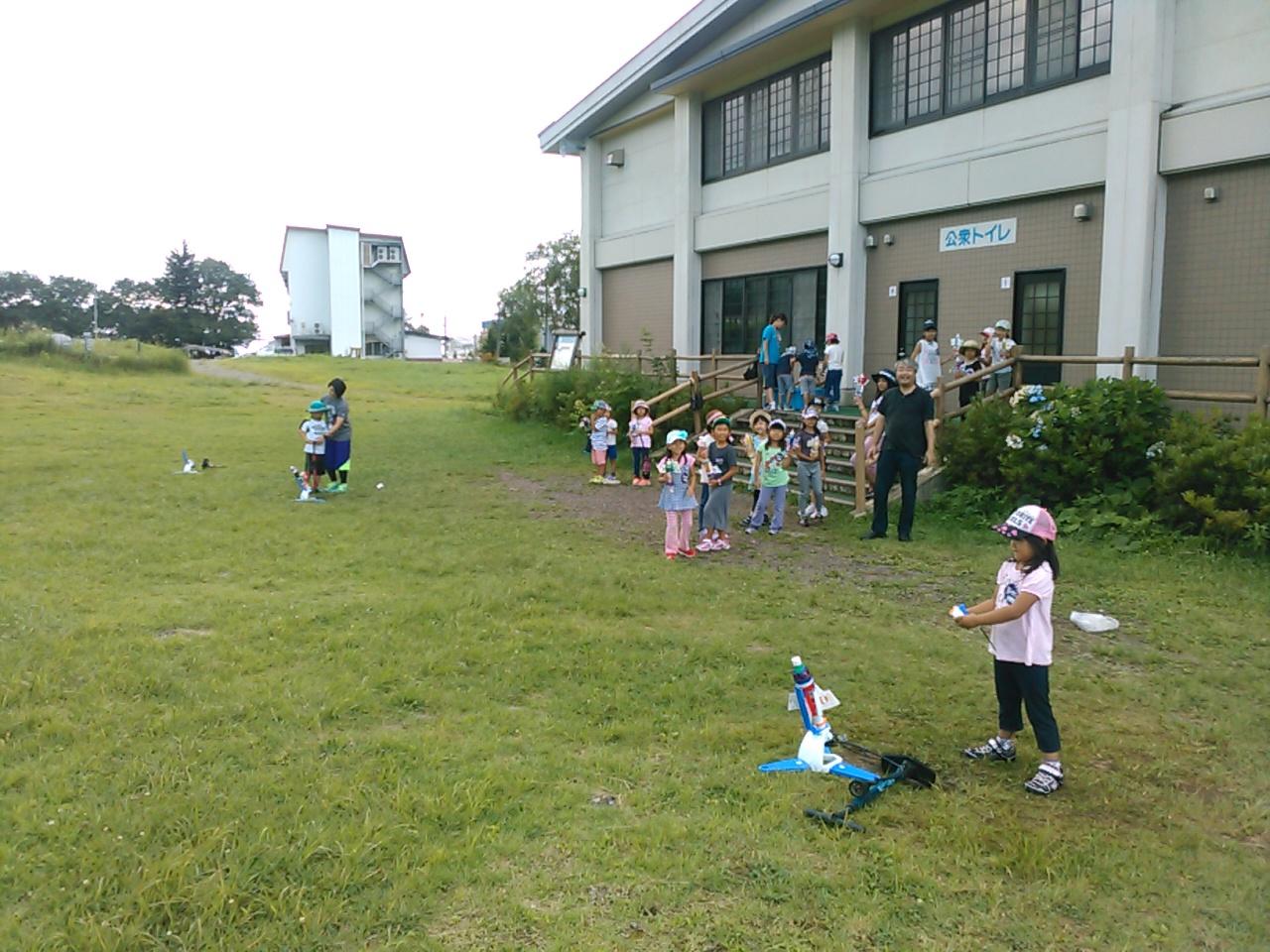 キャンプ二日目午後・ペットボトルロケット1
