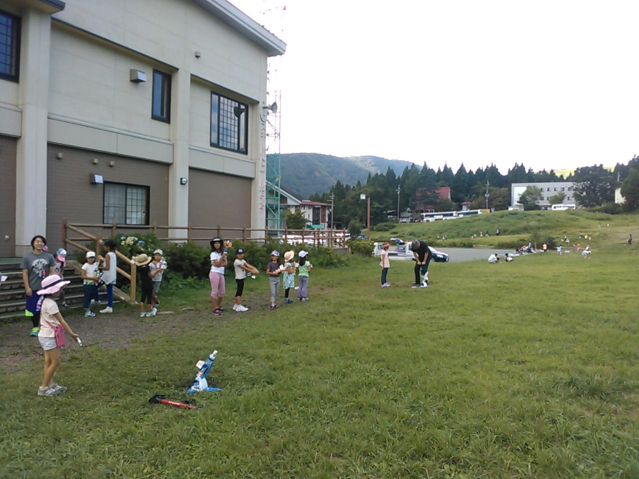 キャンプ二日目午後・ペットボトルロケット2