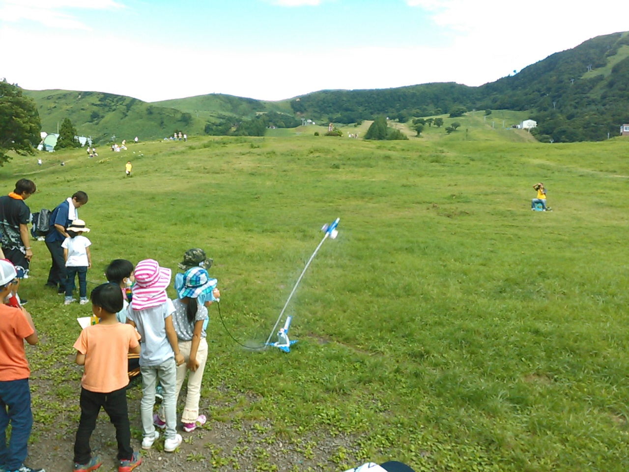 サマーキャンプ2日目午前・ペットボトルロケット2