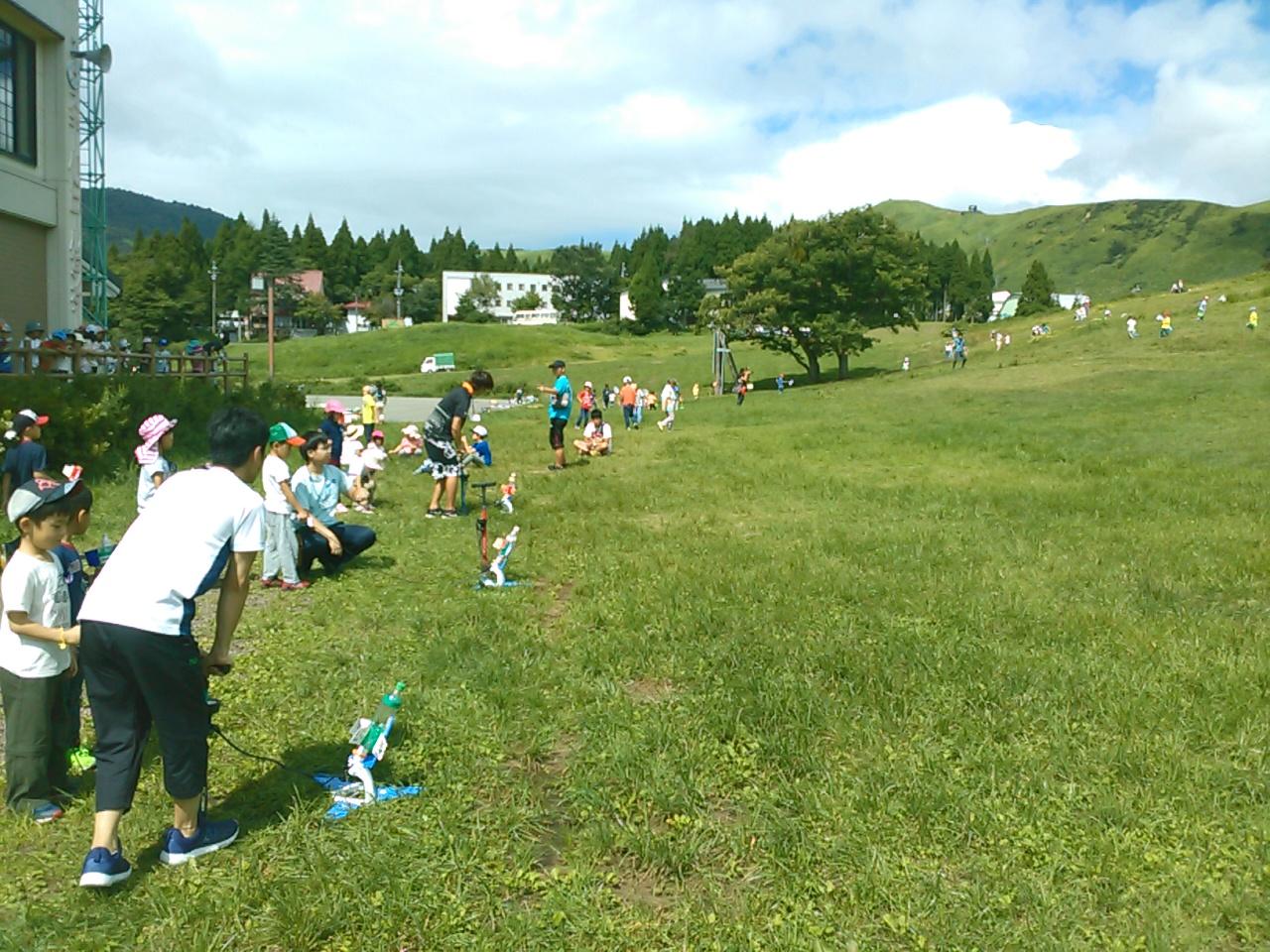 サマーキャンプ2日目午前・ペットボトルロケット3