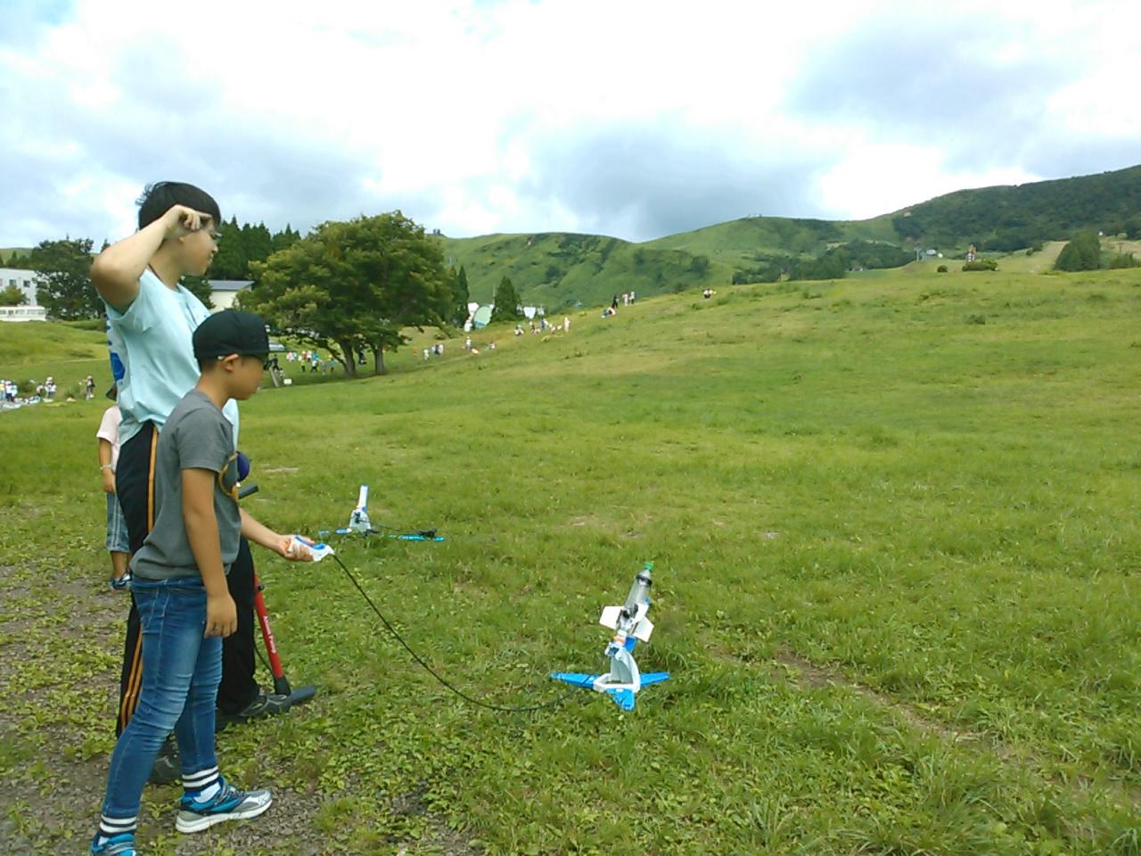 サマーキャンプ2日目午前・ペットボトルロケット5